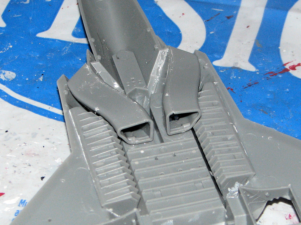 F 22a Raptor Fujimi 1 72 Kit 72222 Oob Review And Build 22 Engine Diagram At This Point I Place The Support Bracket Into Fuselage Then Bgan Building Various Aerilons Stabilizers